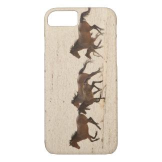 Namibia, Aus. Gruppe von wilde Pferde an laufen iPhone 8/7 Hülle