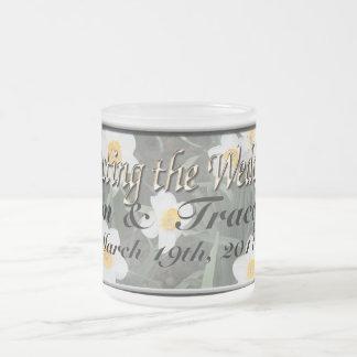 Narzissen für eine Frühlings-Hochzeit Matte Glastasse