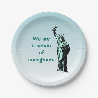 Nation des Immigrant-PapierTellers Pappteller