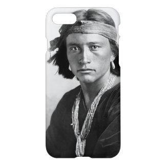 Navajo-Junge - historisches Foto durch Karl E. iPhone 7 Hülle