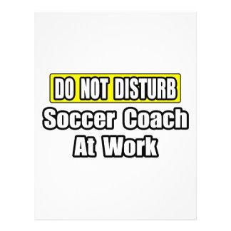 Ne dérangez pas… l'entraîneur du football au trava prospectus en couleur