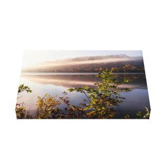 "Nebel-gestreifte Reflexion 14x8.25 1,5"" Leinwanddruck"