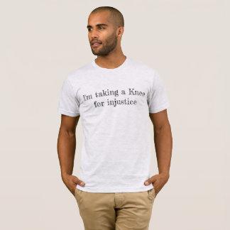 Nehmen eines Knies T-Shirt