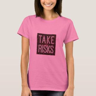 Nehmen Sie Risiko-Rot T-Shirt