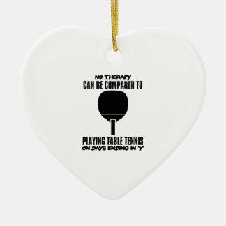Neigen und fantastische Tischtennisentwürfe Keramik Herz-Ornament