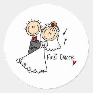Neue Ehemann und der Ehefrau tanzen zuerst Runder Sticker