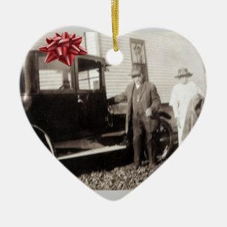 Neues Auto für Weihnachten! Späte Zwanzigerjahre Keramik Herz-Ornament