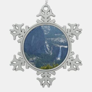Nevada-Fälle von der Panorama-Spur Yosemite Schneeflocken Zinn-Ornament