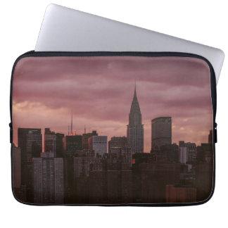 New York lila Skyline Laptopschutzhülle