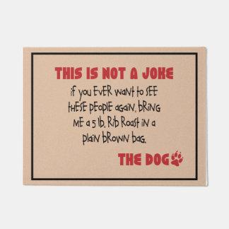Nicht ein Witz - die Hundefußmatte Türmatte