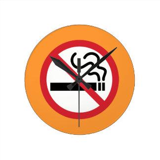 Nichtraucherikone Runde Wanduhr