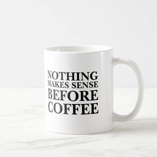 Nichts ist sinnvoll vor lustigem Büro des Kaffees Kaffeetasse