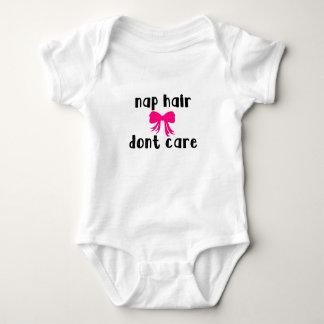 Nickerchen-Haar interessieren sich nicht Baby Strampler