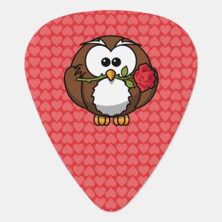 Niedliche Cartoon-Eule mit Rose und Herzen Plektron