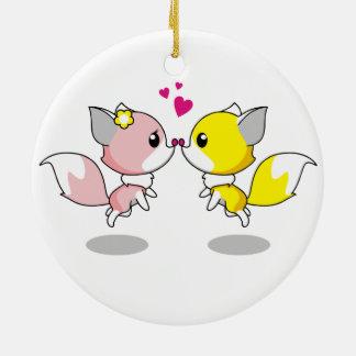 Niedliche Füchse im Liebe-Cartoon Rundes Keramik Ornament