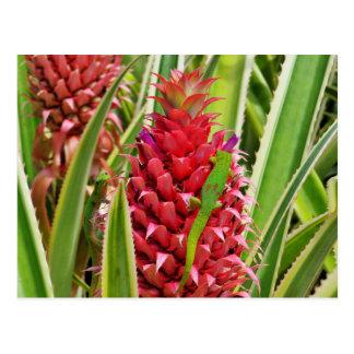 Niedliche Goldstaub-Tagesgeckos auf einer Ananas Postkarte