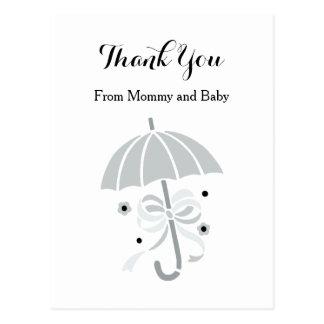 Niedliche graue Regenschirm-und Bogen-Baby-Dusche Postkarte