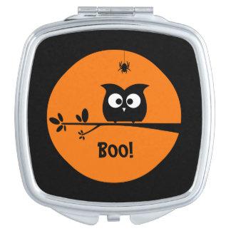 Niedliche Halloween-Eule mit kundengebundenen Taschenspiegel