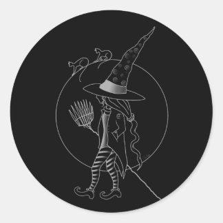 Niedliche Halloween-Hexe Runder Aufkleber