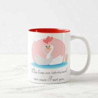 Niedliche Illustration der Schwäne in der Liebe Kaffee Tassen