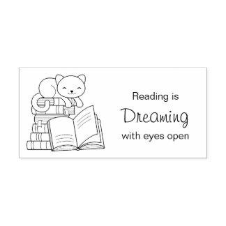 Niedliche Katze auf Stapel Bücher - Lesezitat Gummistempel