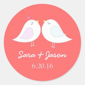 Niedliche Liebevögel, die Aufkleber wedding sind