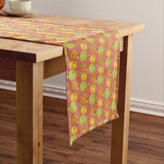 Niedliche reizende Cartoon-Orange, Zitrone und Kurzer Tischläufer