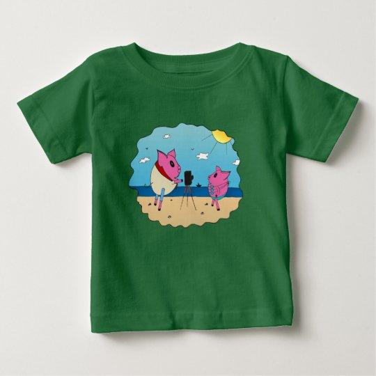 Niedliche Schweine auf dem Strand Baby T-shirt