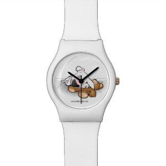 Niedliche Stier-Terrierwelpen-Cartoonuhr im Weiß Uhr