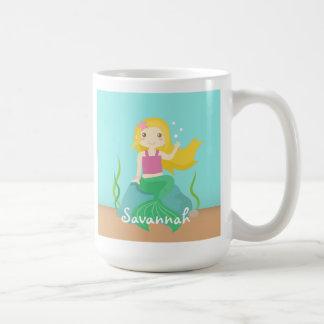 Niedliche und schöne Meerjungfrau für unter das Kaffeetasse