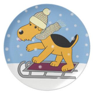 Niedlicher Airedale-Terrier-Hund auf Teller