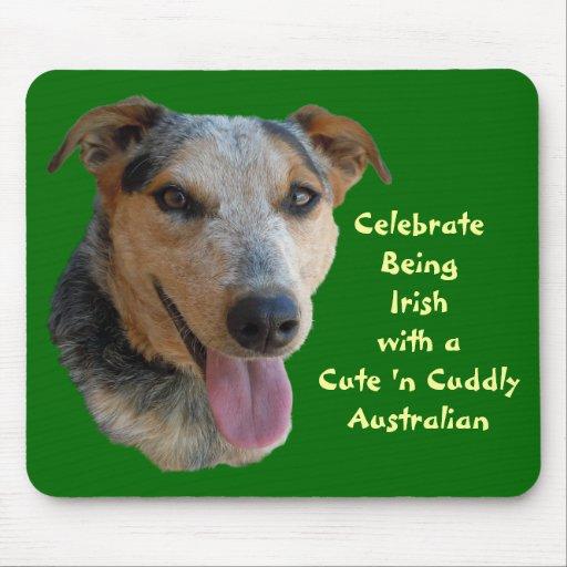 Niedlicher australischer Vieh-Hund ist am Herzen i Mousepads