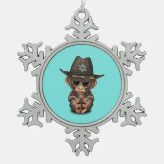Niedlicher Baby-Affe-Sheriff Schneeflocken Zinn-Ornament