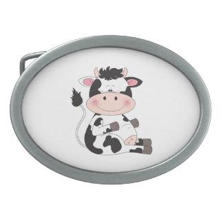 Niedlicher Baby-Kuh-Cartoon Ovale Gürtelschnallen