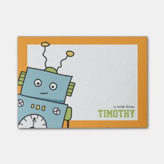Niedlicher blauer Roboter mit personalisiertem Post-it Klebezettel