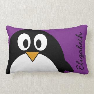 niedlicher Cartoon Penguin lila Zierkissen