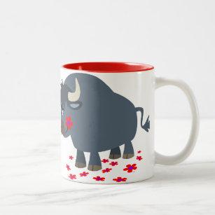 Niedlicher Cartoon Stier und rote Blüten-Tasse Zweifarbige Tasse