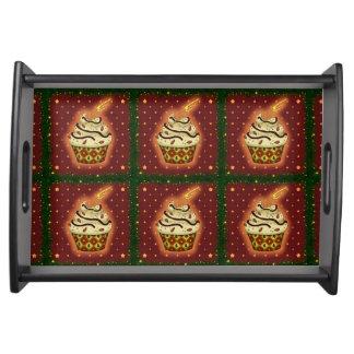 Niedlicher Cupcake mit Mandeln Tablett