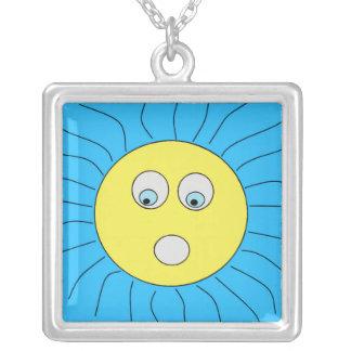 Niedlicher erschrockener Ausdruck Sun, der Blau Versilberte Kette