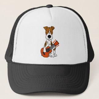 Niedlicher Fox-Terrier, der Gitarren-Kunst legt Truckerkappe