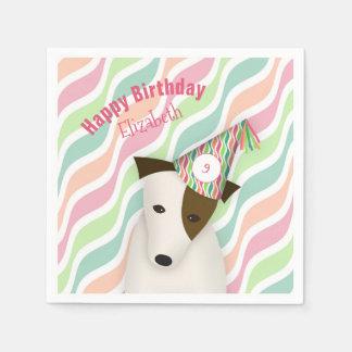 niedlicher Hund, der den Geburtstag eines Papierserviette