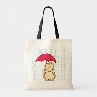 Niedlicher Igel mit heftigem Regenschirm Budget Stoffbeutel