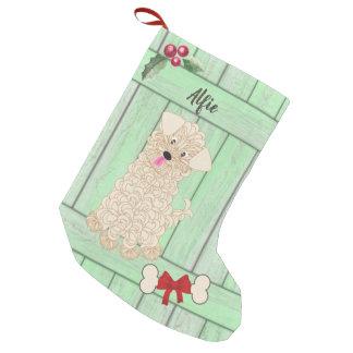 Niedlicher Junge Maltipoo grünes hölzernes Kleiner Weihnachtsstrumpf
