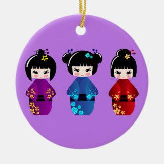 Niedlicher kokeshi Puppen-Cartoon lila Rundes Keramik Ornament