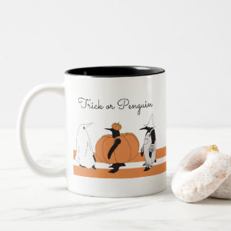 Niedlicher lustiger Penguin Halloween Zweifarbige Tasse