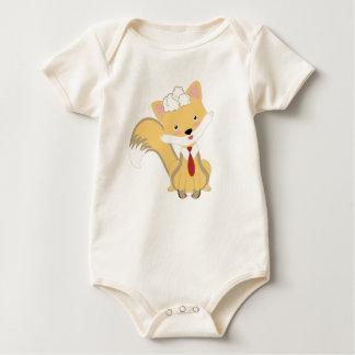 Niedlicher reizender BabyFox mit roter Baby Strampler