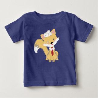 Niedlicher reizender BabyFox mit roter Baby T-shirt