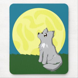 Niedlicher schäbiger Wolf mit Mond Mousepad