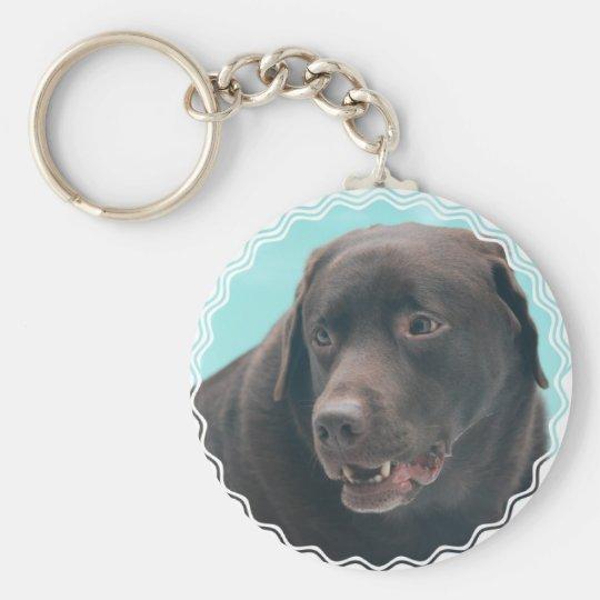 Niedlicher Schokoladen-Labrador Standard Runder Schlüsselanhänger