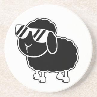 Niedlicher schwarze Schaf-Cartoon Sandstein Untersetzer